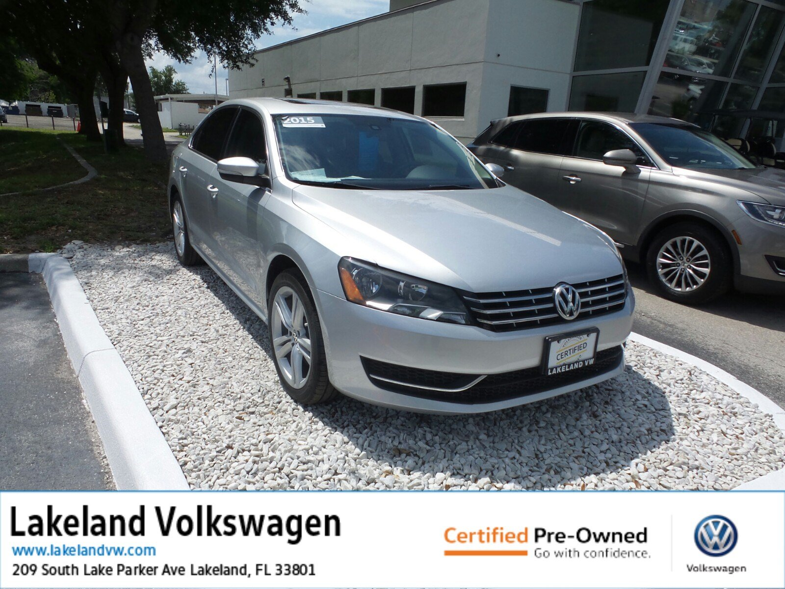 Certified Pre-Owned 2015 Volkswagen Passat 2.0L TDI SE w/Sunroof