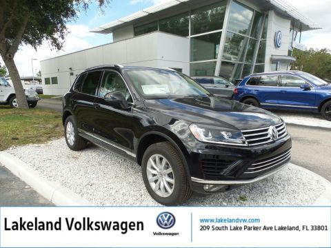 Pre-Owned 2017 Volkswagen Touareg Sport w/Technology